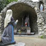 Lourdesgrot in kloostertuin