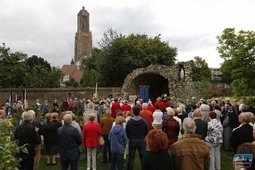 Processie Maria Tenhemelopneming (2014) - Foto: weertdegekste.nl