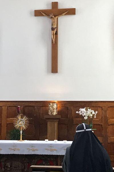 Aanbidding van het Allerheiligste in onze kapel