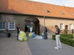 Zaterdag 21 juli: de ballonnen krijgen hun plekje.