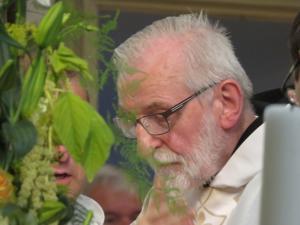 Benedictijner Vader Abt Mathijsen was een van de concelebranten.
