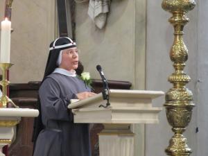 Aan het einde van de viering ontvingen wij de Apostolische Zegen van Paus Franciscus, uit handen van Mgr. Mutsaerts.