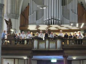 De H. Mis werd muzikaal opgeluisterd door het Groot Sint Martinuskoor uit Weert.