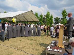 De heer Hubert Mackus (gedeputeerde Monumentenzorg van de Provincie Limburg) sprak de aanwezigen toe.